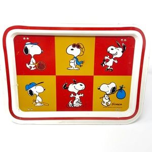 Snoopy Peanuts vtg 1960's Metal TV tray with legs